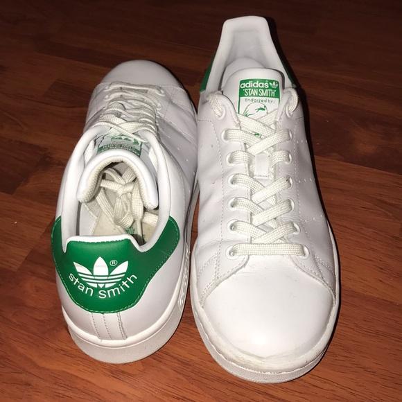 le adidas, verde e bianco, poshmark stan smith